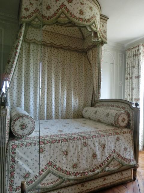 マリーアントワネットのベッド