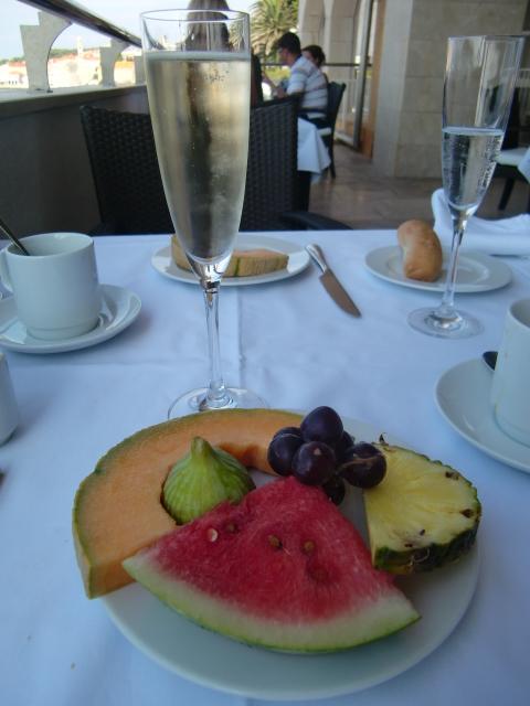 ホテルエクセルシオール ドゥブロブニクで朝食