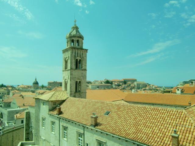 オレンジ色の屋根が壮観!ドゥブロブニクの城壁を歩く