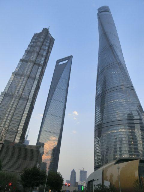 キラキラ輝く上海のTV塔を望むルーフトップテラス@Flair