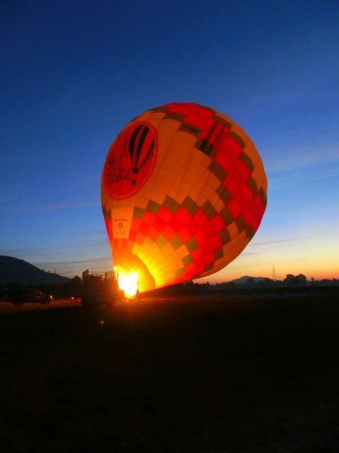 ふわりと浮かぶ気球に乗ってジャイプール遊覧