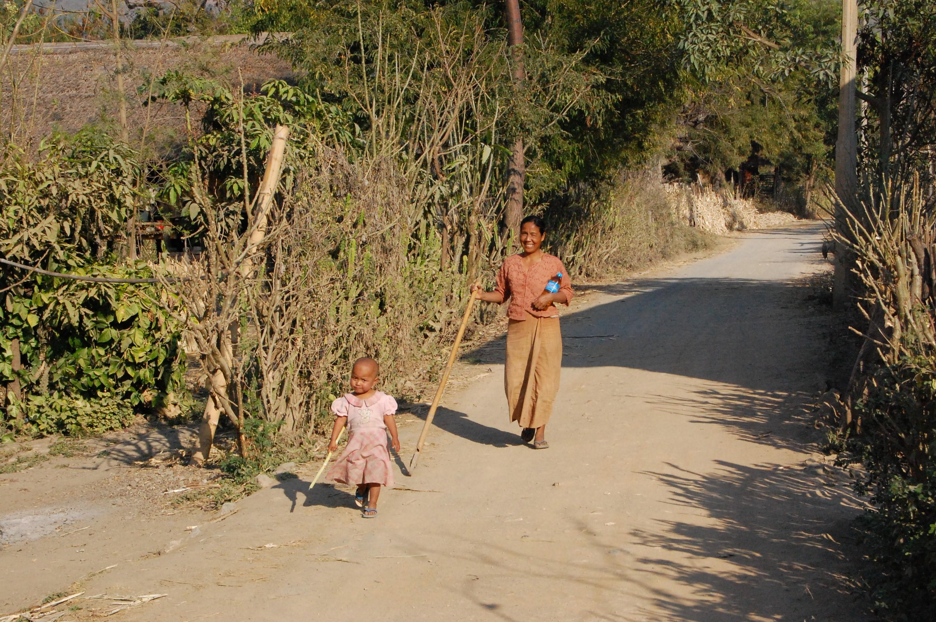 Inle Princess Resortからローカルの住む村へ散策
