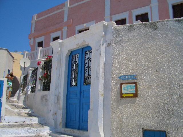 サントリーニ島のPyrgos村