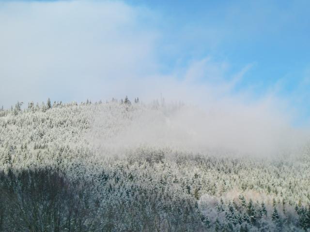 雪山を超えてクリスタルで有名なあのバカラへ