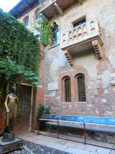 ジュリエットの家の中庭にあるチャーミングなホテル Il Sogno Di Giulietta