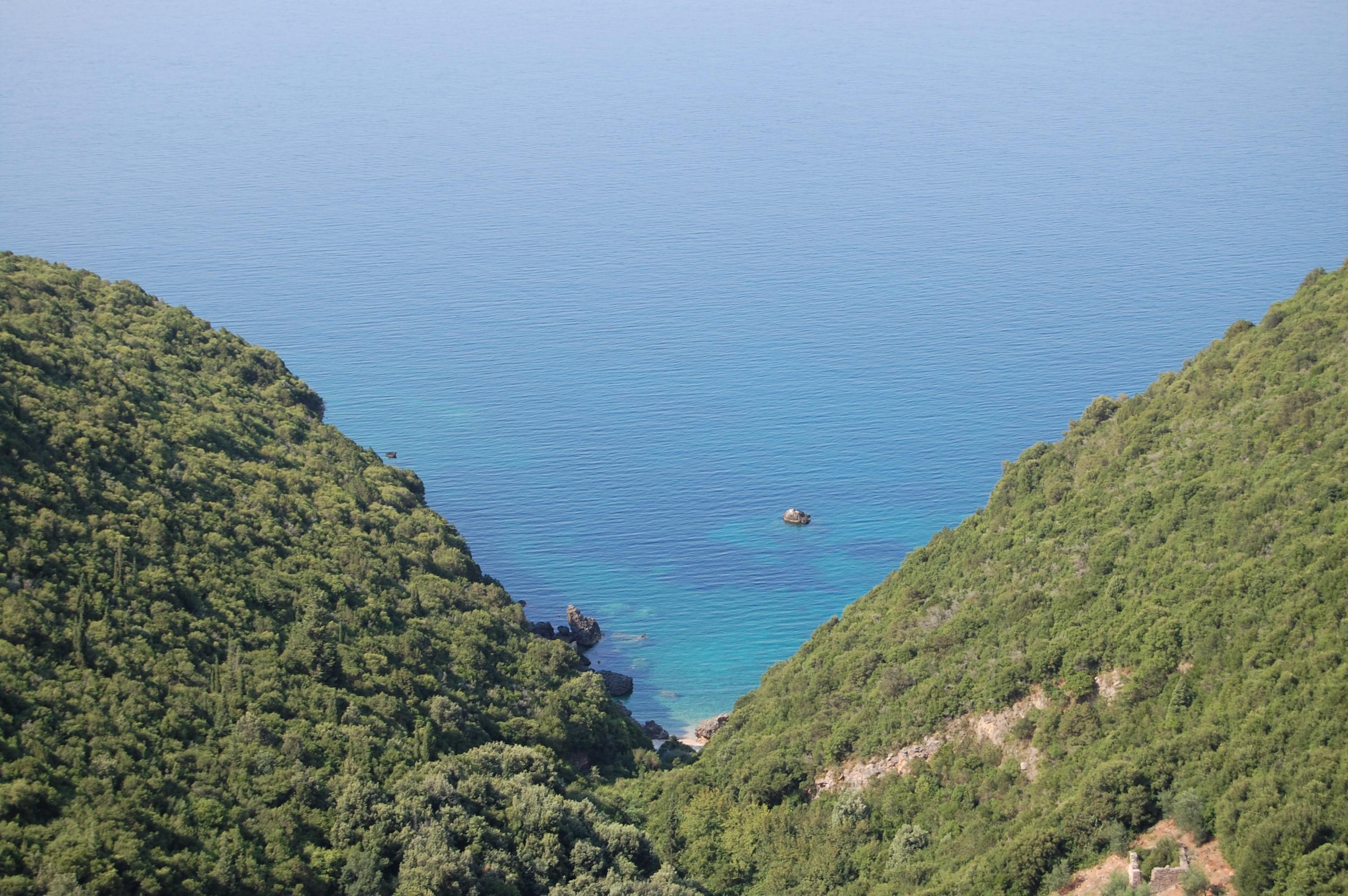 レフカダ島からオナシス家の島へ