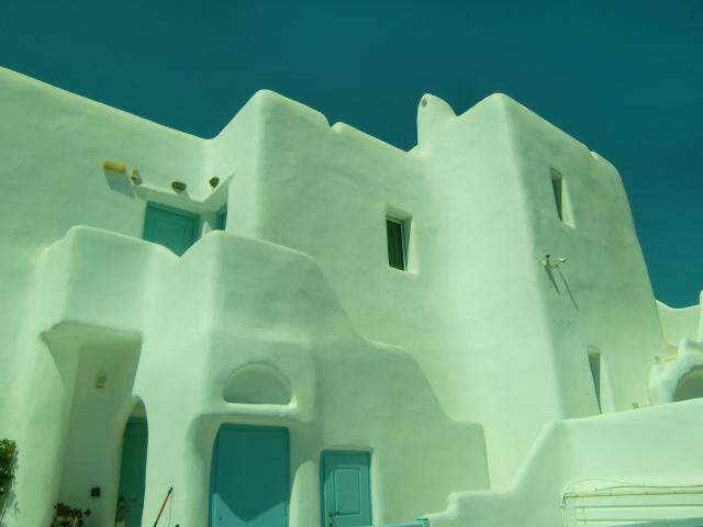 ミコノス島の白いキュービックがキュート!キグラデススタイルの家
