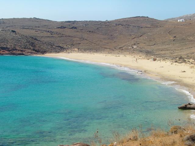 ミコノス島の碧い海をビーチホッピング!