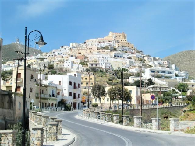 シロス島のアノシロスの丘を登る