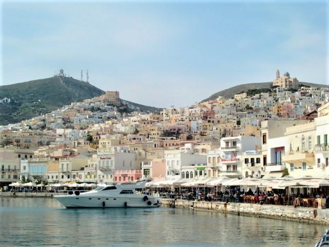 シロス島 キグラデスの女王、ヘルメスの町を歩く