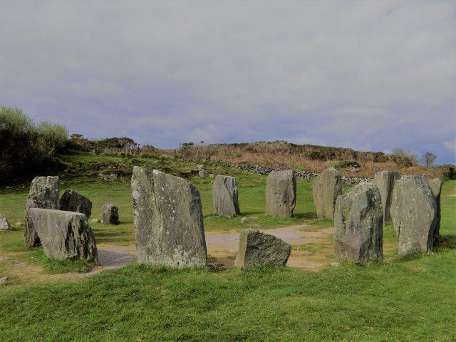 南アイルランド、キンセールの要塞とドロンベッグのストーンサークル