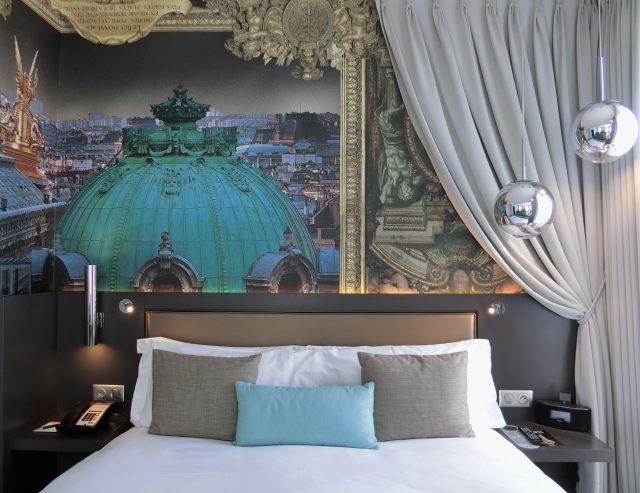 ホテル インディゴ パリ オペラでエッフェル塔が見えるジュニア クィーン スィートの部屋