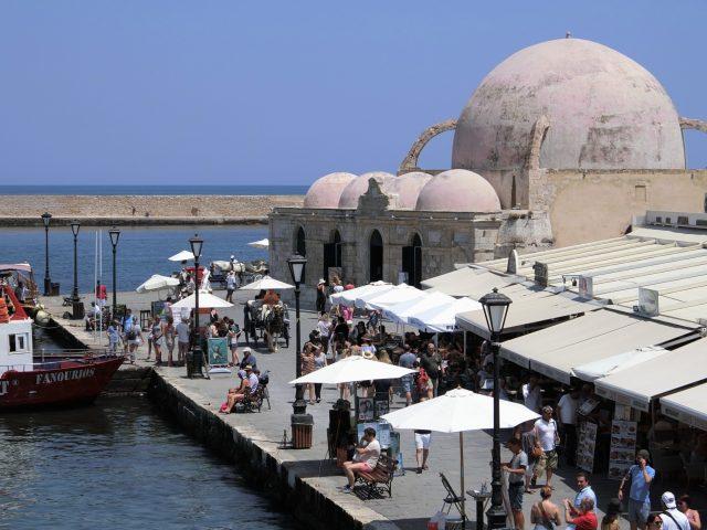 色んな時代の面影残るクレタ島ハニアの美しい港、ヴェネツィアンポート