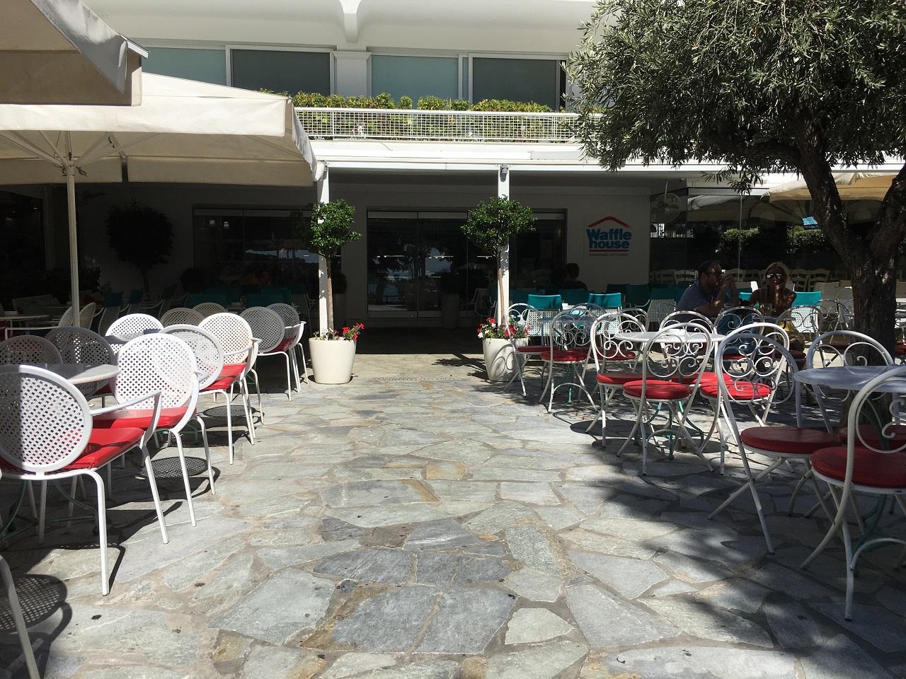 アテネのヴリアグメニにある2つのアイスクリームショップ