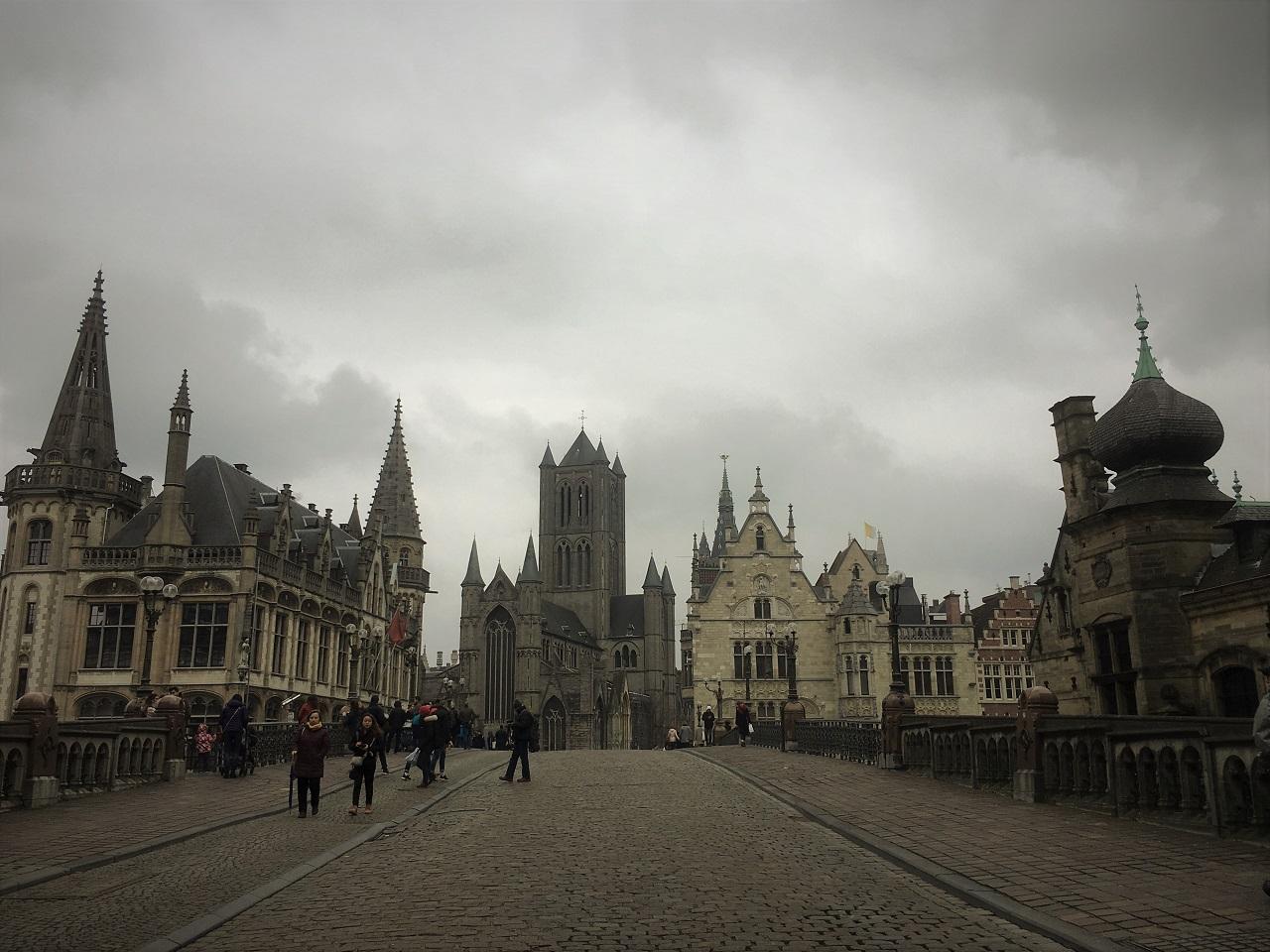 ベルギーの古都ゲントの街歩きと老舗カフェのMAXでワッフルを食べよう!