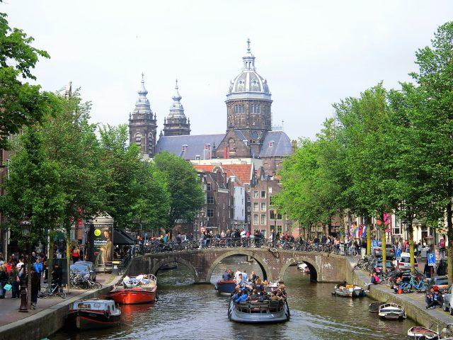 8年ぶりに歩くアムステルダムの街、中央駅から飾り窓エリアへ