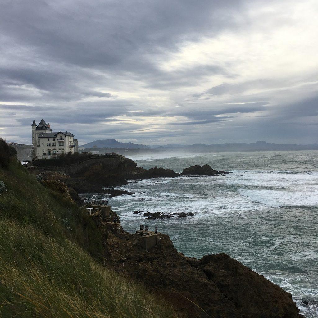 大西洋岸の高級リゾート地ビアリッツの海