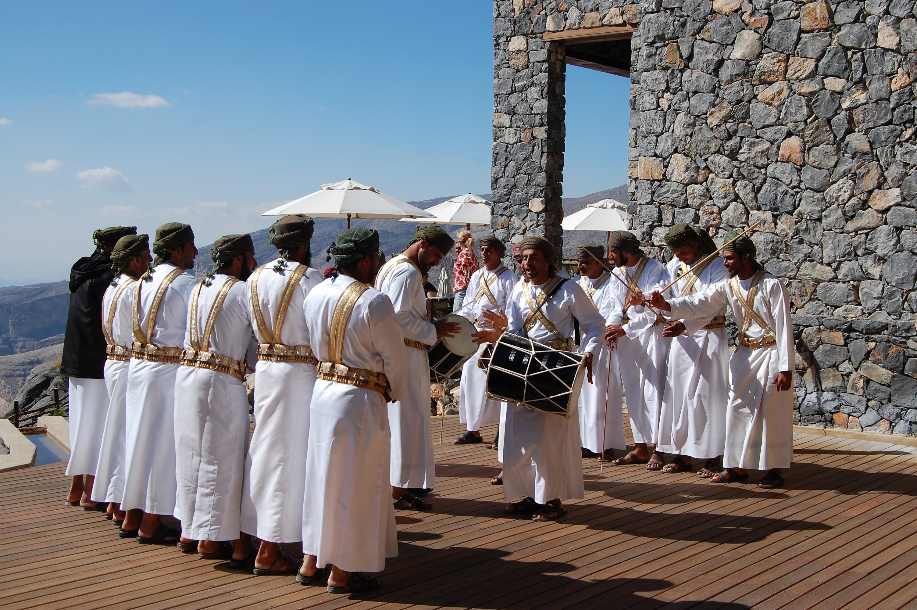 アリラ ジャバル アフダールで迎えた元旦はオマーンの山の民の舞で始まった