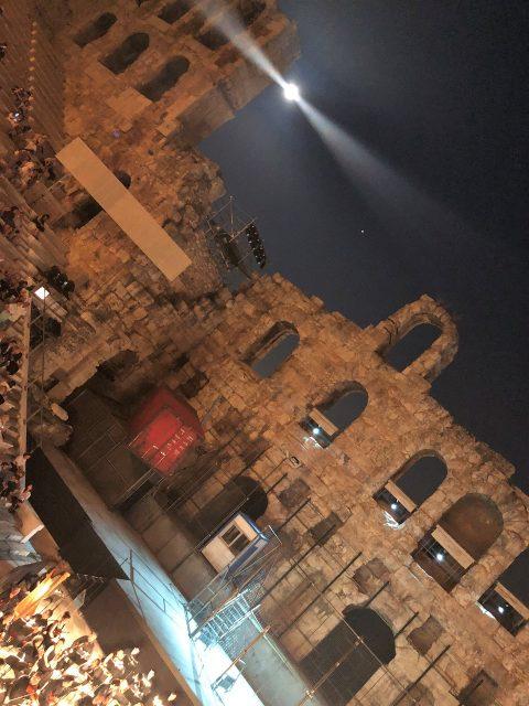 満月に照らされた遺跡!アテネの古代劇場でオペラ鑑賞♪