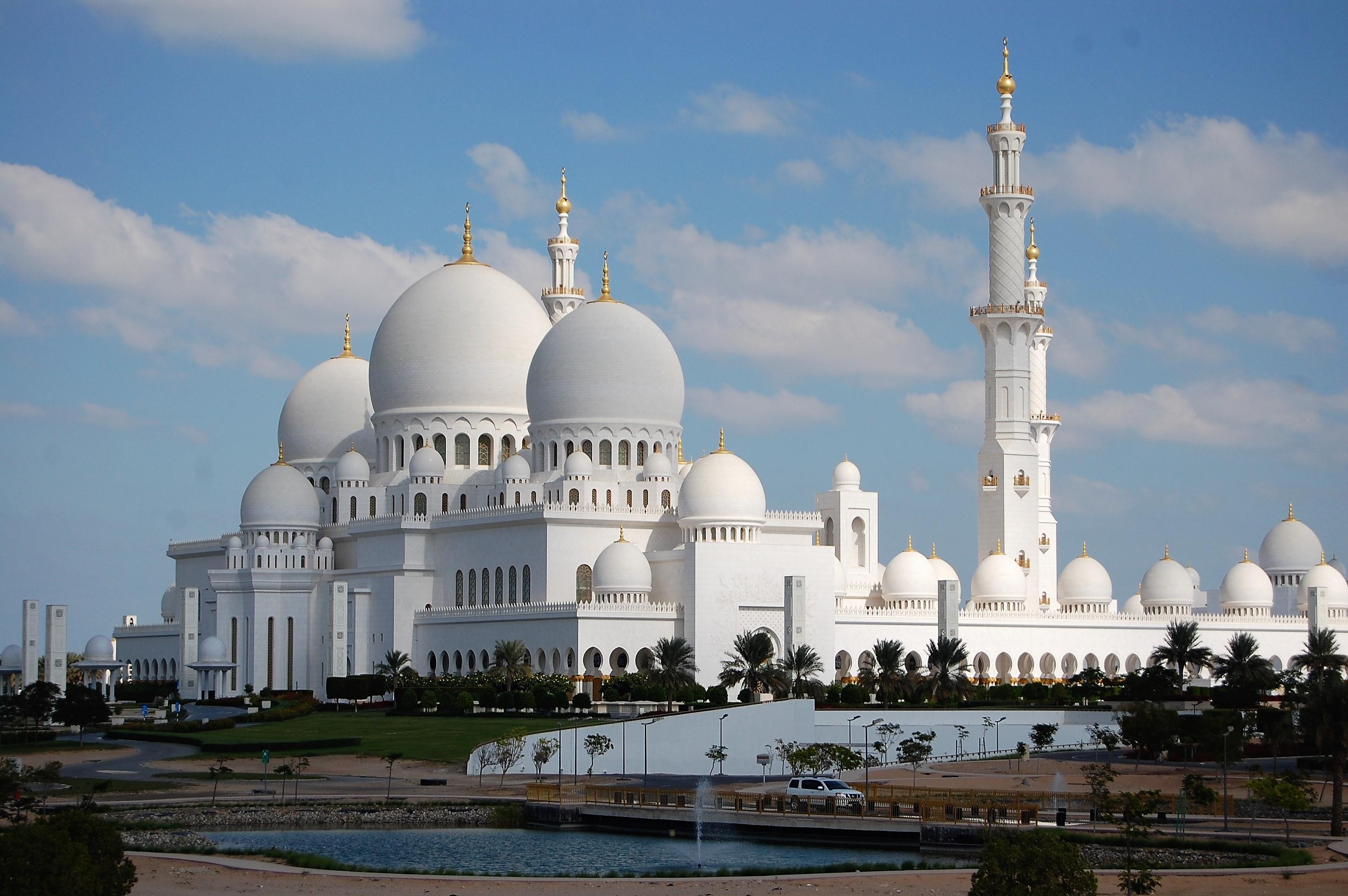 美しい!白亜のシェイク ザィード グランドモスク