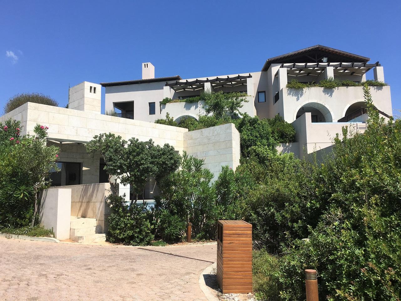 コスタナヴァリノ、ザ ロマノスのプライヴェートプール付ガーデンビューのお部屋