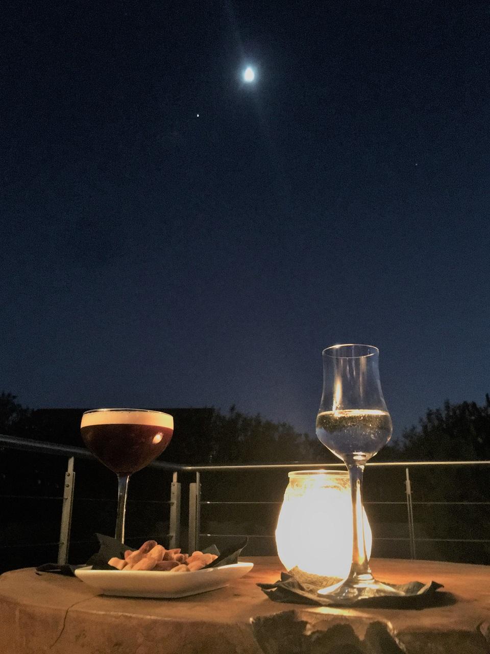 コスタナヴァリノ、ザ ロマノスでの夕食は変わりゆく美しい空の色と共に