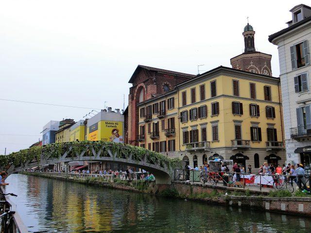 ミラノのナヴィリオ運河沿いをそぞろ歩き