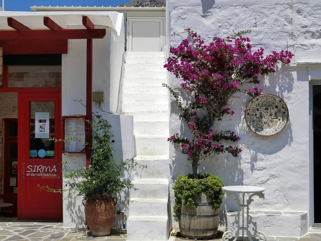 シフノス島の港カマレスと眺めの良いレストラン