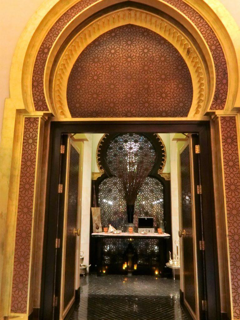 オマーンのシャングリラ アルフスンでアラビアン料理!