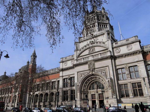 ロンドンの街歩き、ヴィクトリア&アルバート博物館へ