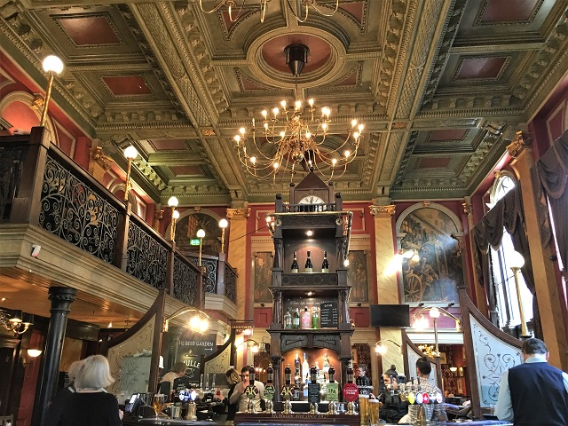 ロンドンのシティーに来たなら行ってみたい!旧イングランド銀行のパブ