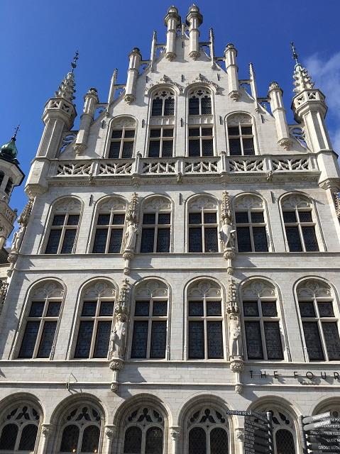 旧ギルドハウス、劇場、銀行そしてホテルへ!ベルギー ルーヴェンのホテル、ザ フォースでディナー