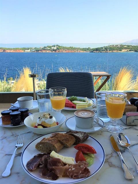 碧い海を眺めながら朝ごはん@フォーシーズンズ アスティアパレス ホテル アテネ