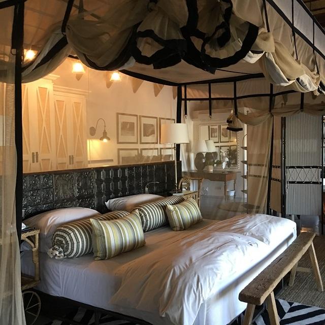 エトーシャの隠家、ヴィラムシャラのベッド&バスルーム