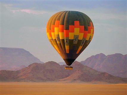 気球に乗ってナミブ砂漠を空中遊覧♪