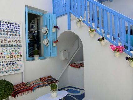 ミロス島の白い町プラカ散策