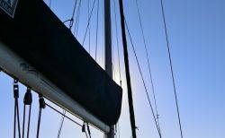 ミロス島のクリスタル ブルーの海をクルーズ!②ポリアイゴス島のブルーベイへ