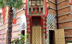 アントニ ガウディが建てた最初の家、カサ ヴィセンス