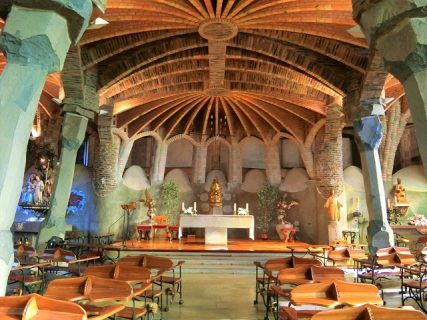 ガウディ未完のコロニア グエル教会