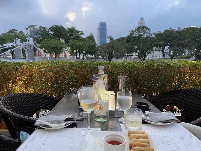 シンガポール川沿いでアペリティフ@フラトンホテルのTown